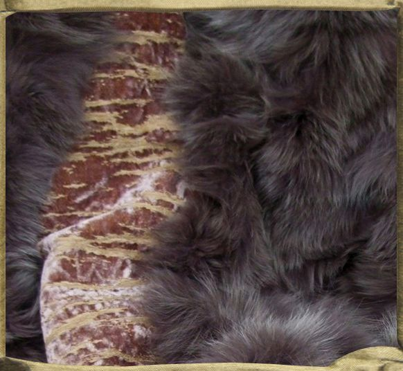 Throw in Heather ECORCE jacquard velvet backed in fox fur.